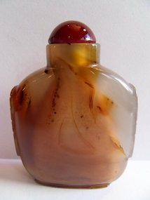 Chinese agate snuff bottle with mask handles