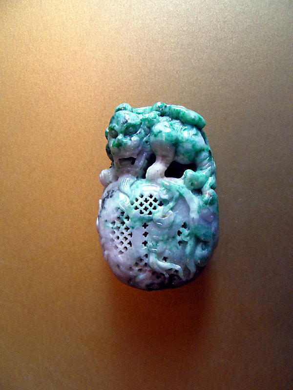 Chinese jadeite toggle - Pixiu on his treasure bag
