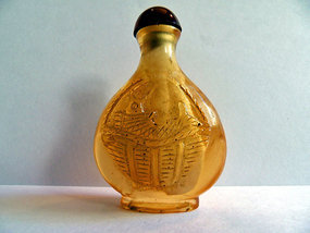 Chinese amber snuff bottle carved with fish in basket
