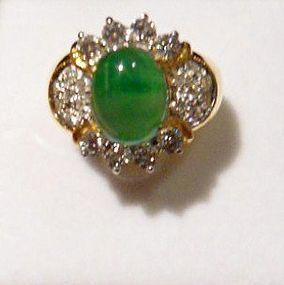 Ring (22 ct.) with natural jadeite and diamonds
