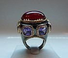 Impressive ring with a 35 ct. ruby and amethyst