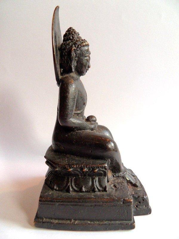 Bronze bhadrasana Buddha