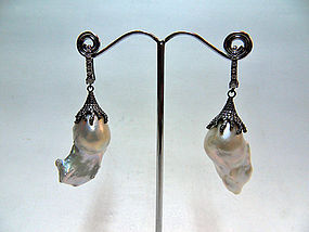 Baroque pearl earrings with rhodinated silver ornaments
