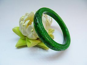 Carved green jadeite bracelet