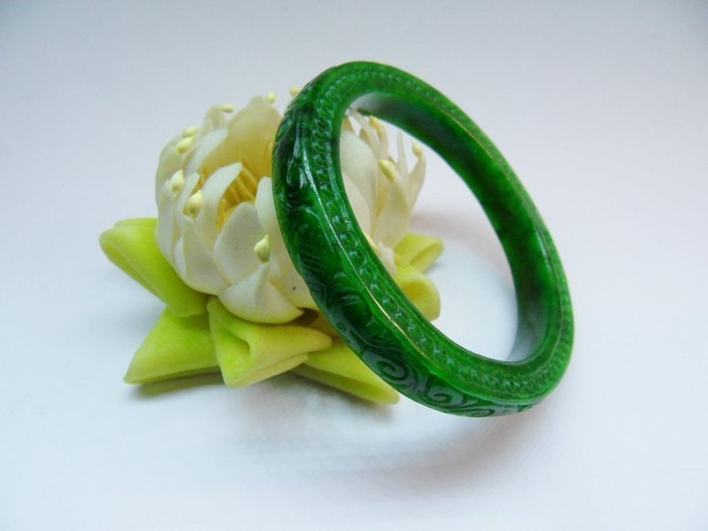 Carved green jadeite bangle