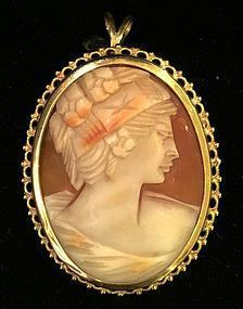 Antique shell cameo pendant and brooch in 18k yellow gold