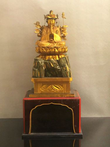 Lacquered wood statue of Kannon - Japan