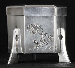 Japanese Silver Bonbonniere with Mon, Meiji / Taisho.