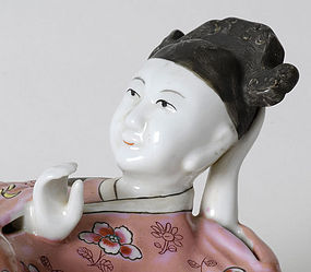 Chinese Figural Export Porcelain Wall Pocket, 19th C.