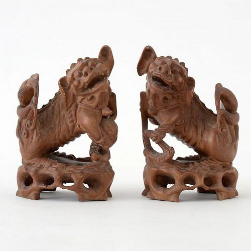 A Pair Small Chinese Lions Boxwood Carvings, late Qing.