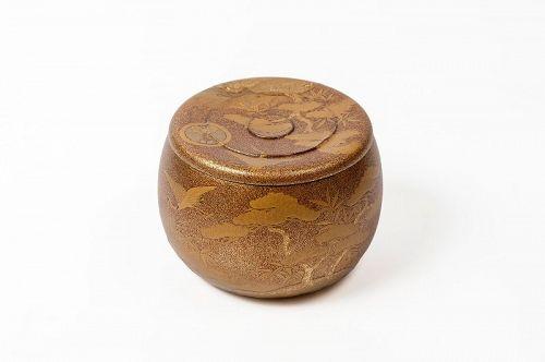 Circular lacquered box (kobako) with cranes, pines, Tsugaru mon