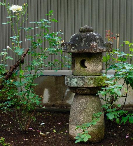 Stone Lantern Ishi-doro Ikekomi-gata Early-Edo 17 c.