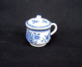 Chinese export blue and white pot de crème