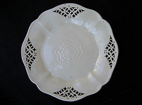 Pair of early 19th c creamware Tudor Rose plates