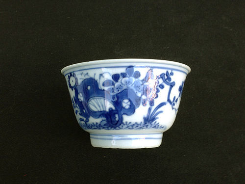 Kangxi blue and white tea bowl, c 1700