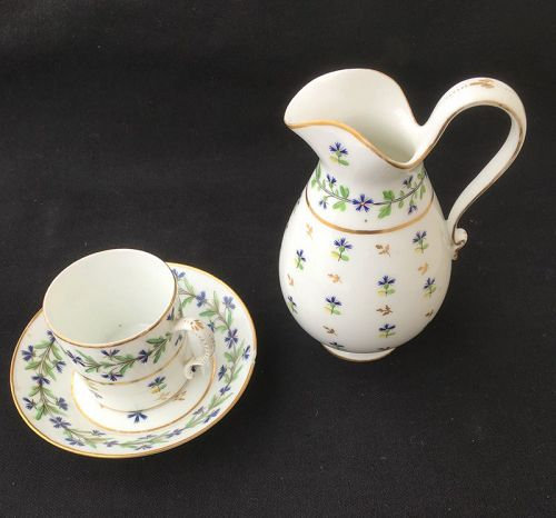 Jug, coffee can & saucer in the Cornflower / Barbeaux pattern, c 1790