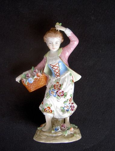 German Sitzendorf figure of a flower girl
