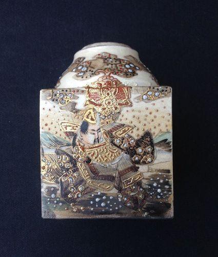 Satsuma tea caddy with Samurai and Moriage
