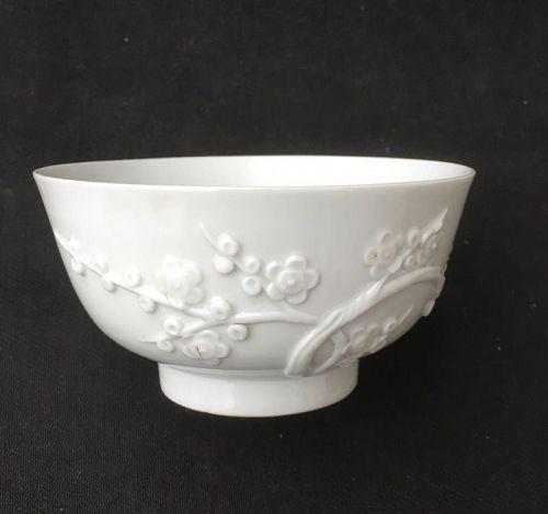 Dehua / Blanc de Chine bowl with prunus blossom