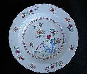 Famille Rose plate with scalloped rim