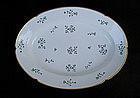 Porcelaine à la Reine platter in the Cornflower Sprig pattern