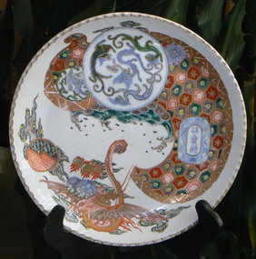 Japanese Edo Period Imari Plate with Pie Crust Rim