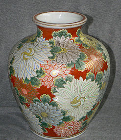 Attractive early Japanese Imari Porcelain Vase
