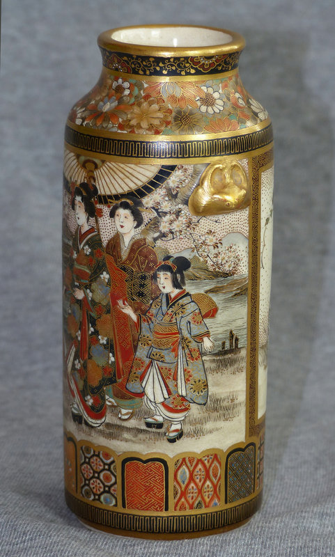 Excellent Japanese Satsuma Vase with relief Bats - Shizan