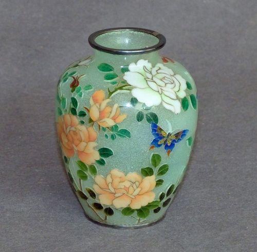 Fine & rare Japanese Cloisonne Enamel vase - Plique signed by Kumeno