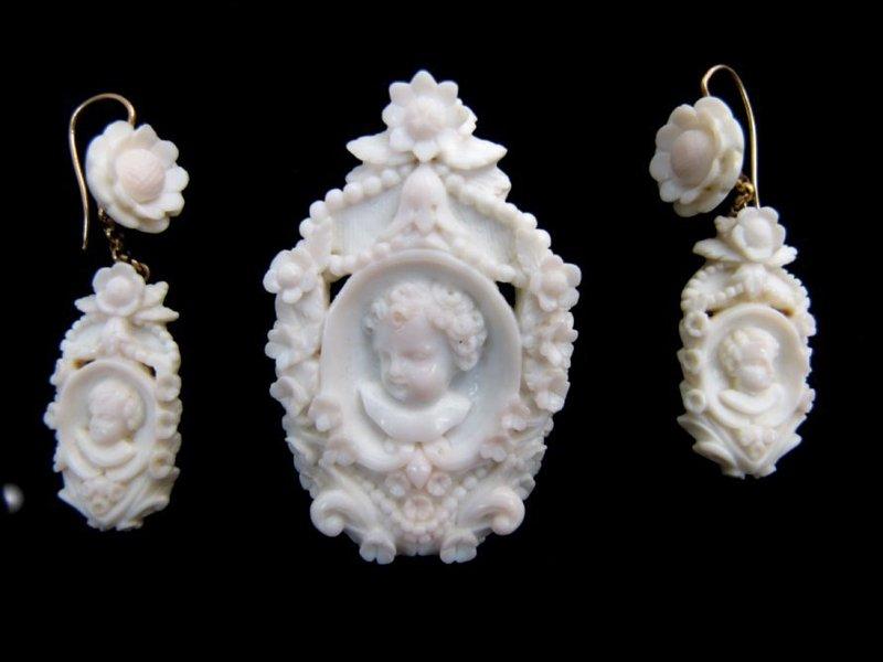 Superb Victorian Angel Skin Coral Demi Parure
