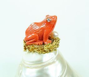 Emis  Beros coral diamond shell figurine frog sculpture