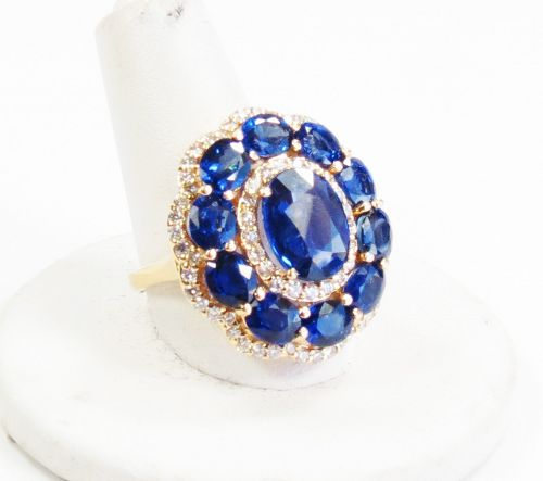Large, 18k gold, 6.37 ctw natural Sapphire cocktail ring