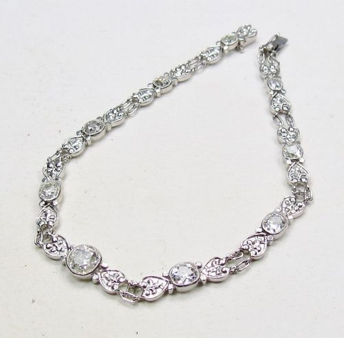 Art Deco, platinym and 2.25 carats of diamonds link bracelet