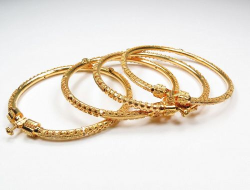 Solid 22k yellow gold bangle bracelet. Set of 4