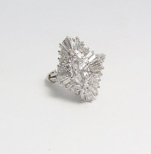 18k white gold and 1.90 carats of diamonds cocktail ring