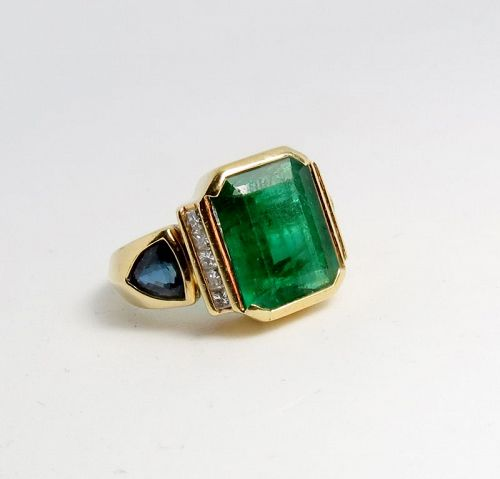 18k yellow gold, 6ctw emerald and 1.45ctw sapphire ring