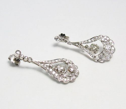 Platinum, 2.65 carats of diamonds dangle earrings