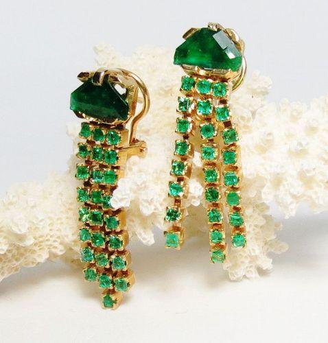 18k yellow gold, 5.25 carats of emeralds dangle earrings