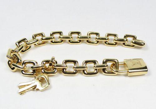 Louis Vuitton, 18k gold chain bracelet with locket in original box
