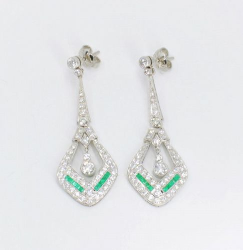 Diamond and Emerald dangle earrings in Platinum