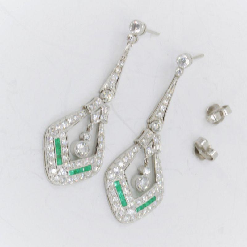 Diamond and Emerald dangle earrings in Platinum