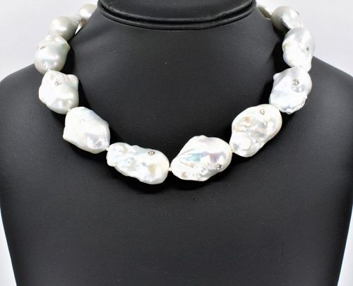 Large Baroque pearl and diamond necklace 14k gold clasp