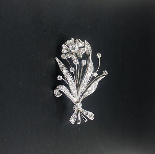 Retro 2.2 carats of diamonds flower brooch, pin in 18k gold