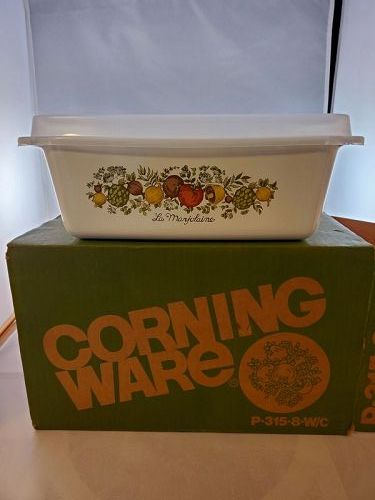 Corning Ware Spice of Life 2 Quart Loaf Dish with lid in box