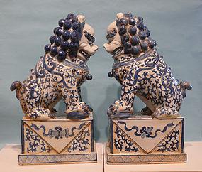 Chinese Decorative Blue / White Ceramic Foo Dogs