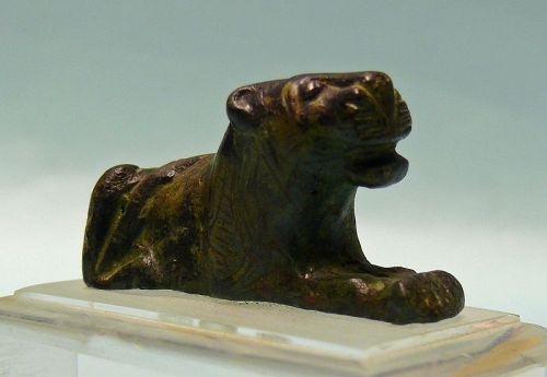 Roman Bronze Recumbent Lion, Attachment
