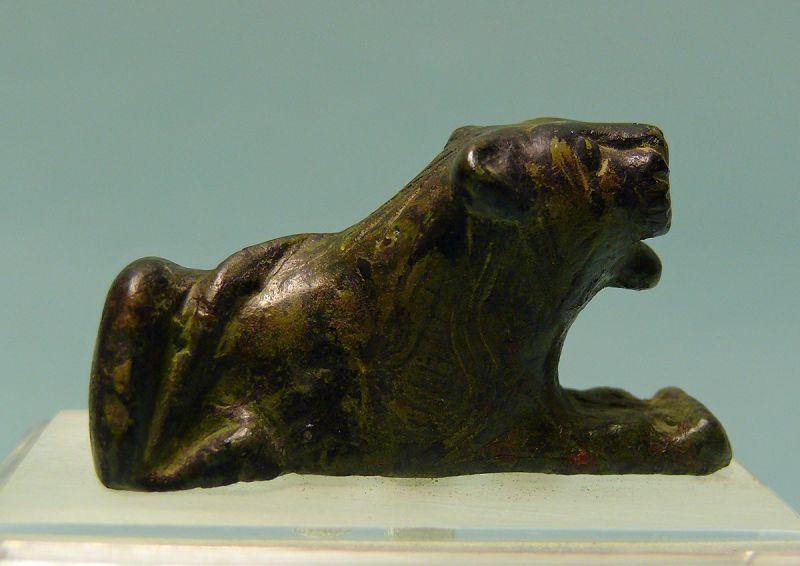 Roman Bronze Recumbent Lion, Attachment