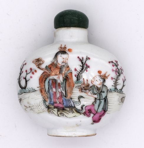 Snuff bottle with Famille Rose Enamels and Tongzhi Reign Mark