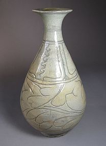 Large/Fine Incised/Sgraffiato Designed Punchong Bottle
