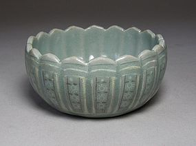 Very Rare and Fine Black/White Slip Inlaid Celadon Bowl